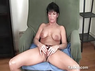 Milf Kassandra Masturbating Pussy