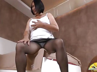 LatinChili Granny stretches her cunt and uses vibrator