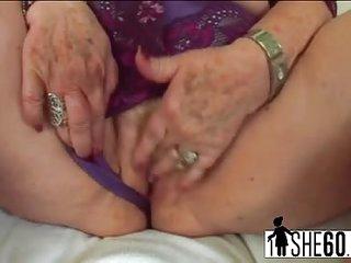 Sexy granny enjoys intense pussy fucking