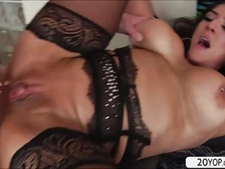 MILF Raven Hart sucks and fucked