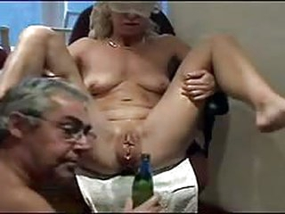 porn tube mature tied down and pleasured from inserted objects